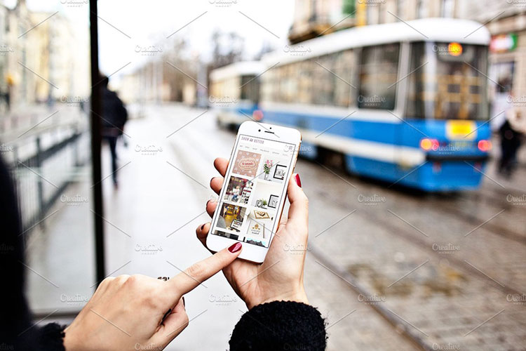 iphone-in-the-city-mockups